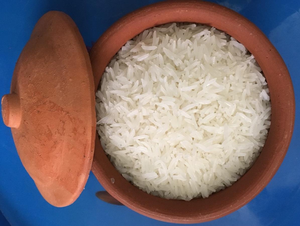 Cơm gạo ST25 nấu bằng niêu đất